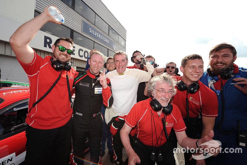 Ganador #48 AF Corse Ferrari 458 Italia GT3: Jamie Stanley, Paul McNeilly