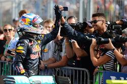 Daniel Ricciardo, Red Bull Racing celebra su tercera posición con el equipo de parc ferme
