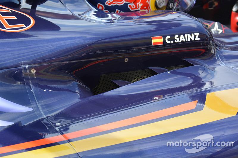 Carlos Sainz Jr., Scuderia Toro Rosso STR11 cockpit louvres detail