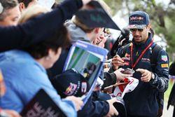 Даниэль Риккардо, Red Bull Racing раздает автографы