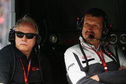 Gene Haas, Presidente de Haas Automotion y Guenther Steiner, Haas F1 Director del equipo