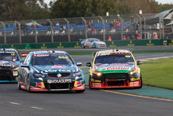 Chaz Mostert, Rod Nash Racing Ford et Craig Lowndes, Triple Eight Race Engineering Holden