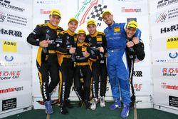 Podium für Walkenhorst Motorsport: Victor Bouveng, Christian Krognes, Jörg Müller, Michele Di Martin