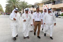 Sceicco Mohammed bin Essa Al Khalifa, CEO del Consiglio per lo sviluppo economico del Bahrain e azionista McLaren e il principe ereditario Sceicco Salman bin Hamad Al Khalifa