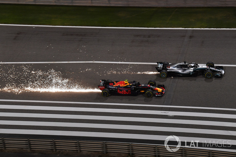 Max Verstappen, Red Bull Racing RB14 and Lewis Hamilton, Mercedes-AMG F1 W09 EQ Power battle