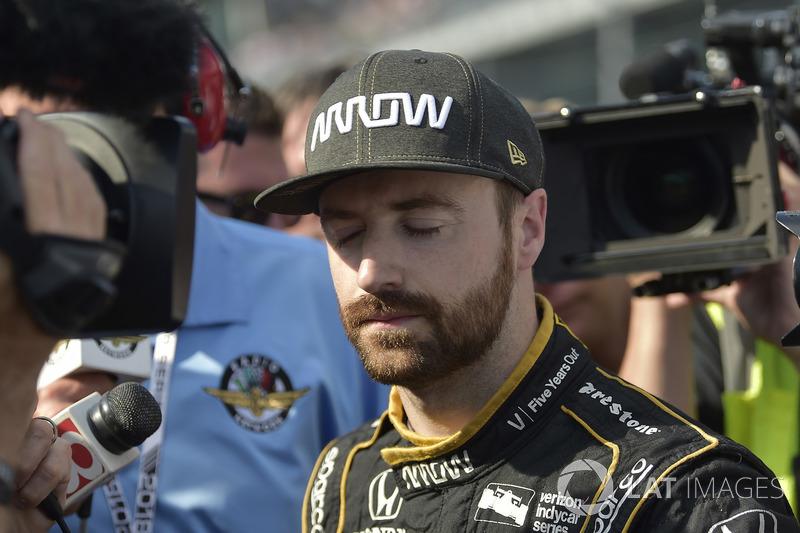 Ekspresi James Hinchcliffe, Schmidt Peterson Motorsports Honda setelah gagal lolos ke babak kualifikasi Indy 500