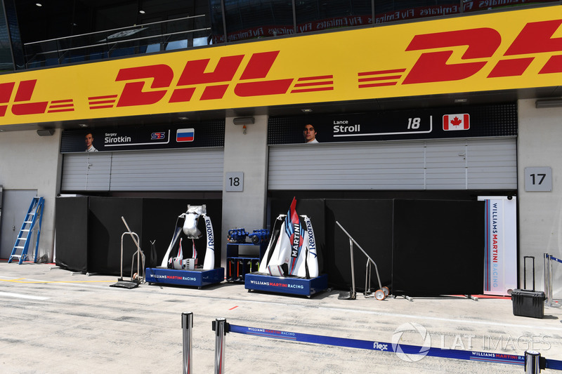 Paravento davanti al box della Williams