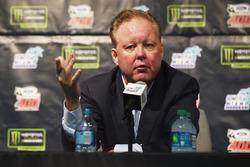Голова та Генеральний директор NASCAR Браян Франс під час прес-конференції