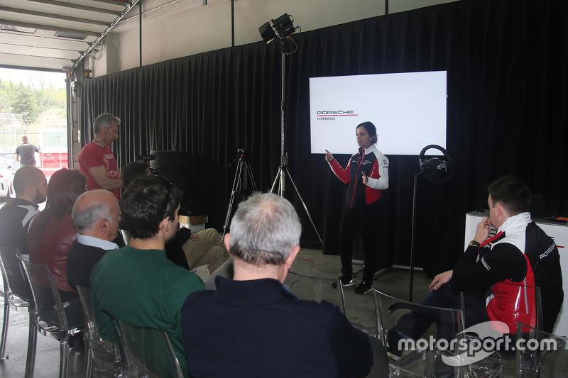 Valentina Albanese, Porsche Italia tiene un brifing prima dell'inizio dei test