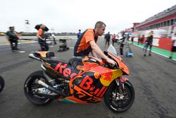 Bradley Smith, Red Bull KTM Factory Racing, bike being taken of the grid in start fiasco