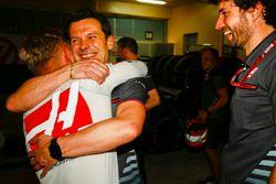 Kevin Magnussen, Haas F1 Team, célèbre un bon résultat avec son équipe