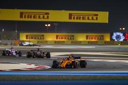 Stoffel Vandoorne, McLaren MCL33 Renault, Romain Grosjean, Haas F1 Team VF-18 Ferrari, and Sergio Perez, Force India VJM11 Mercedes