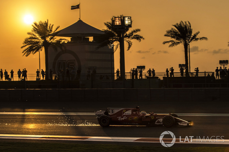 Sebastian Vettel, Ferrari SF70H sacando chispas