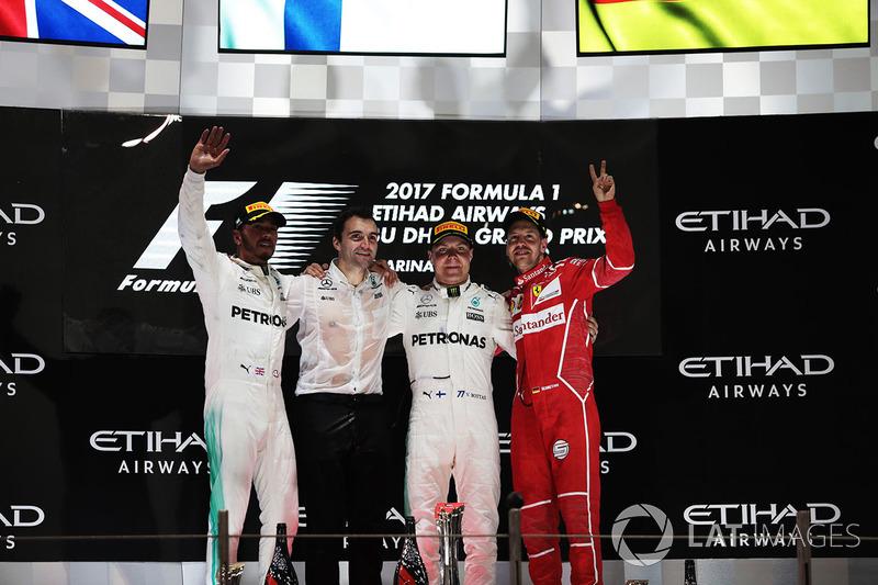 Podium: ganador, Valtteri Bottas, Mercedes AMG F1, segundo, Lewis Hamilton, Mercedes AMG F1, tercero, Sebastian Vettel, Ferrari