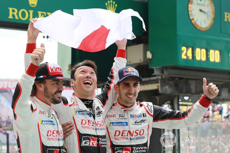 ¡Y leyenda! Los ganadores de las 24 Horas de Le Mans 2018: Sébastien Buemi, Kazuki Nakajima, Fernando Alonso
