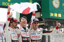 Переможці Ле-Мана: #8 Toyota Gazoo Racing Toyota TS050: Себастьян Буемі, Казукі Накадзіма, Фернандо Алонсо