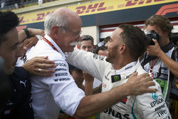 Lewis Hamilton, Mercedes AMG F1, 1st position, celebrates in Parc Ferme with Dr Dieter Zetsche, CEO, Mercedes Benz