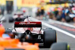 Marcus Ericsson, Sauber C37, en pit lane