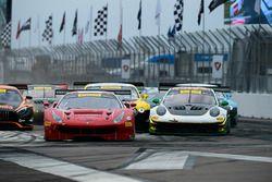 #61 R.Ferri Motorsport Ferrari 488 GT3: Toni Vilander, #24 Alegra Motorsports Porsche 911 GT3 R: Michael Christensen