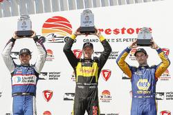 Podium : le vainqueur Sébastien Bourdais, Dale Coyne Racing with Vasser-Sullivan Honda, le deuxième, Graham Rahal, Rahal Letterman Lanigan Racing Honda, le troisième, Alexander Rossi, Andretti Autosport Honda