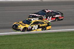 Matt Kenseth, Joe Gibbs Racing Toyota, Clint Bowyer, Stewart-Haas Racing Ford