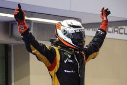 Racewinnaar Kimi Raikkonen, Lotus F1 viert in parc ferme