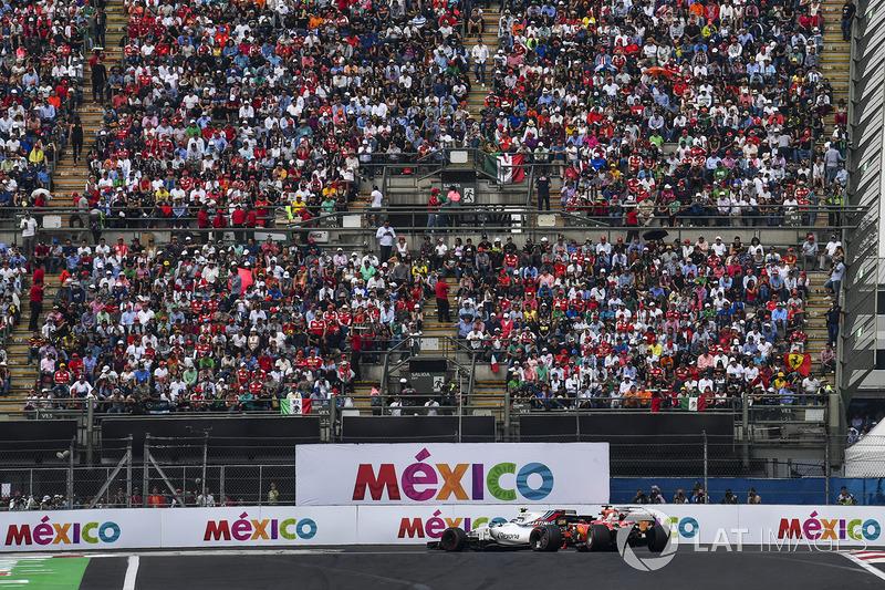 Lance Stroll, Williams FW40 y Sebastian Vettel, Ferrari SF70H