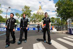 Nicolas Prost, Renault e.Dams, con su equipo caminando por la pista