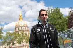 Sébastien Buemi, Renault e.Dams, caminando por la pista
