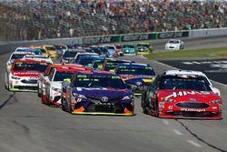 Kurt Busch, Stewart-Haas Racing Ford Denny Hamlin, Joe Gibbs Racing Toyota