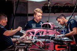La Force India VJM11dans le garage