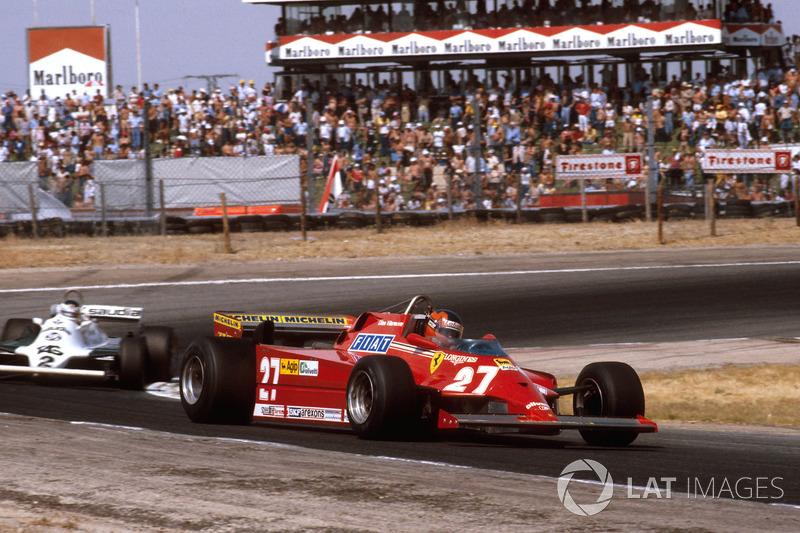 Пока Карлос преследовал Жиля, безуспешно пытаясь реализовать перевес Williams в скорости, Джонс уезжал от них по секунде-полторы на круге. Но внезапно австралиец ошибся, улетел с трассы и потерял целую минуту, откатившись в самый конец гонки