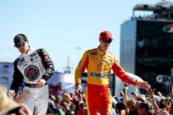 Kevin Harvick, Stewart-Haas Racing Ford Fusion, Joey Logano, Team Penske Ford Fusion