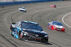 Erik Jones, Joe Gibbs Racing, Toyota Camry Sirius XM and Joey Logano, Team Penske, Ford Fusion AAA S
