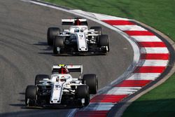Charles Leclerc, Sauber C37 Ferrari, Marcus Ericsson, Sauber C37 Ferrari