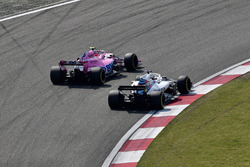 Esteban Ocon, Force India VJM11 y Lance Stroll, Williams FW41 batalla