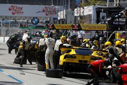 #3 Corvette Racing Chevrolet Corvette C7.R, GTLM: Antonio Garcia, Jan Magnussen, #4 Corvette Racing Chevrolet Corvette C7.R, GTLM: Oliver Gavin, Tommy Milner, pit stop