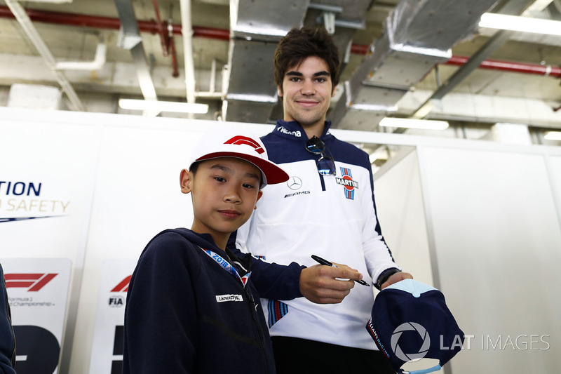 Lance Stroll, Williams Racing, con fans