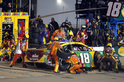 Kyle Busch, Joe Gibbs Racing, Toyota Camry M&M's Flavor Vote pit stop