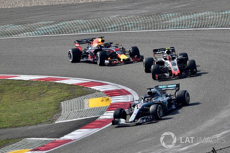 Lewis Hamilton, Mercedes-AMG F1 W09 EQ Power , Kevin Magnussen, Haas F1 Team VF-18, Daniel Ricciardo, Red Bull Racing RB14