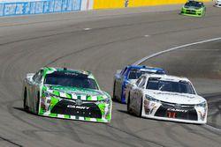 Kyle Busch, Joe Gibbs Racing, Toyota Camry Interstate Batteries e Stephen Leicht, J.P. Motorsports, Toyota Camry Jani-King