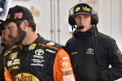 Cole Pearn y Martin Truex Jr., Furniture Row Racing, Toyota Camry Bass Pro Shops/5-hour ENERGY