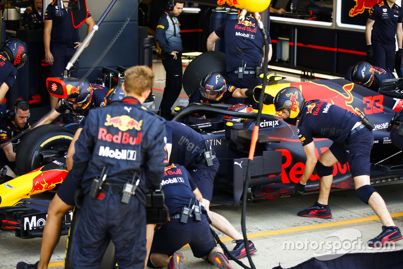 Max Verstappen, Red Bull Racing RB14, aux stands