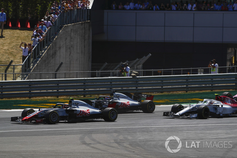 Kevin Magnussen, Haas F1 Team VF-18, Romain Grosjean, Haas F1 Team VF-18, ve Charles Leclerc, Sauber C37