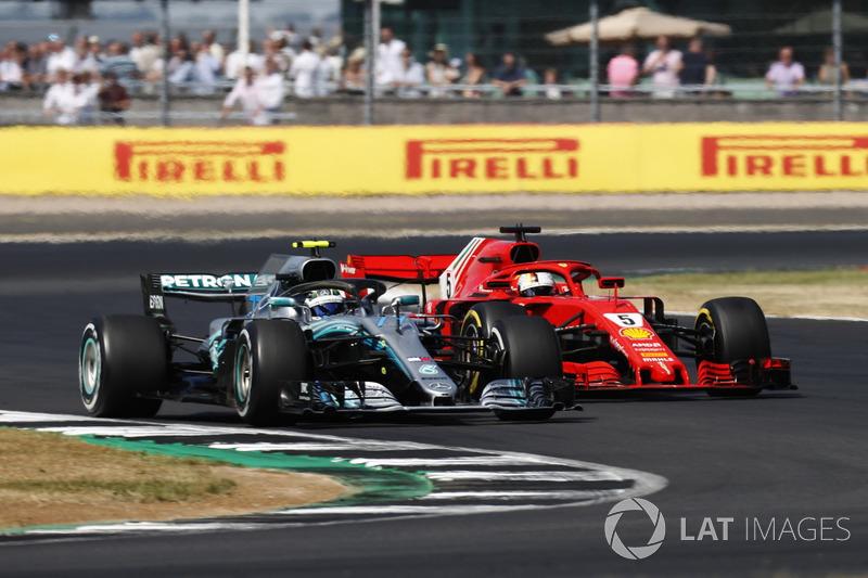 Valtteri Bottas, Mercedes AMG F1 W09 leads Sebastian Vettel, Ferrari SF71H