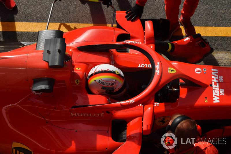 Sebastian Vettel, Ferrari SF71H, con gli specchietti sull'halo