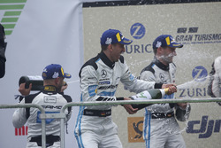 Подиум: Маро Энгель, Адам Христодулу, Мануэль Мецгер, Дирк Мюллер, Mercedes-AMG Team Black Falcon