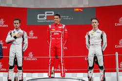 Tweede plaats Anthoine Hubert, ART Grand Prix, racewinnaar Giuliano Alesi, Trident, derde plaats Jake Hughes, ART Grand Prix
