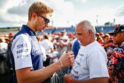 Sergey Sirotkin, Williams FW41 with fans