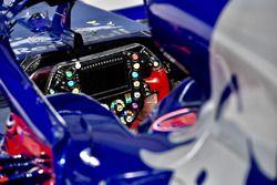 Scuderia Toro Rosso STR13 direksiyon